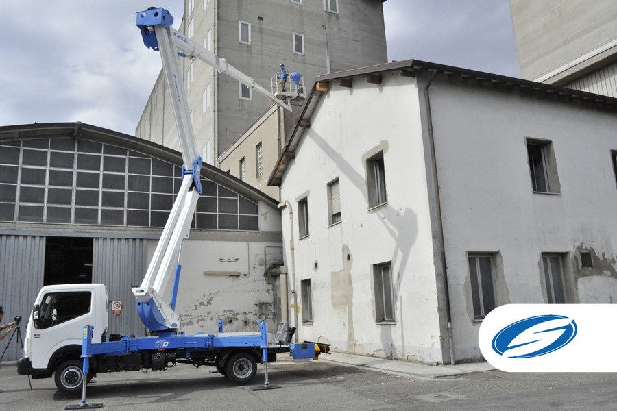 Trucks with lift basket ForSte 28D stabilizers Socage